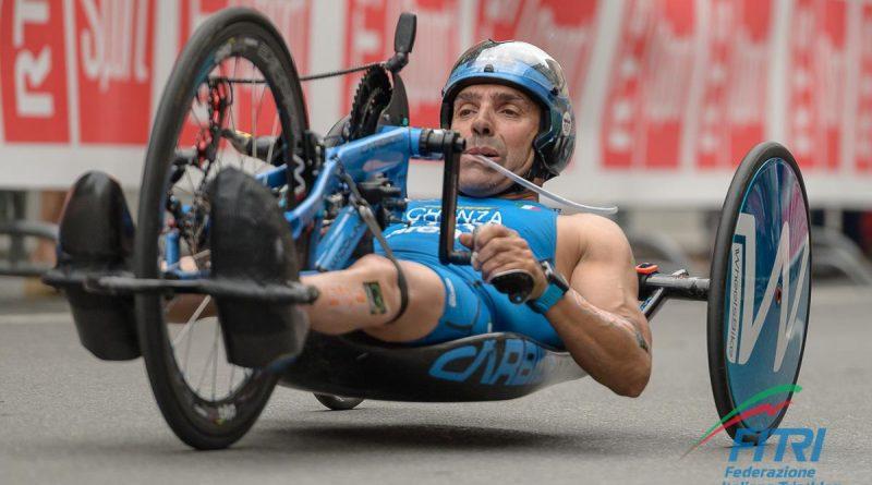 Giovanni Achenza impegnato nella frazione a handbike